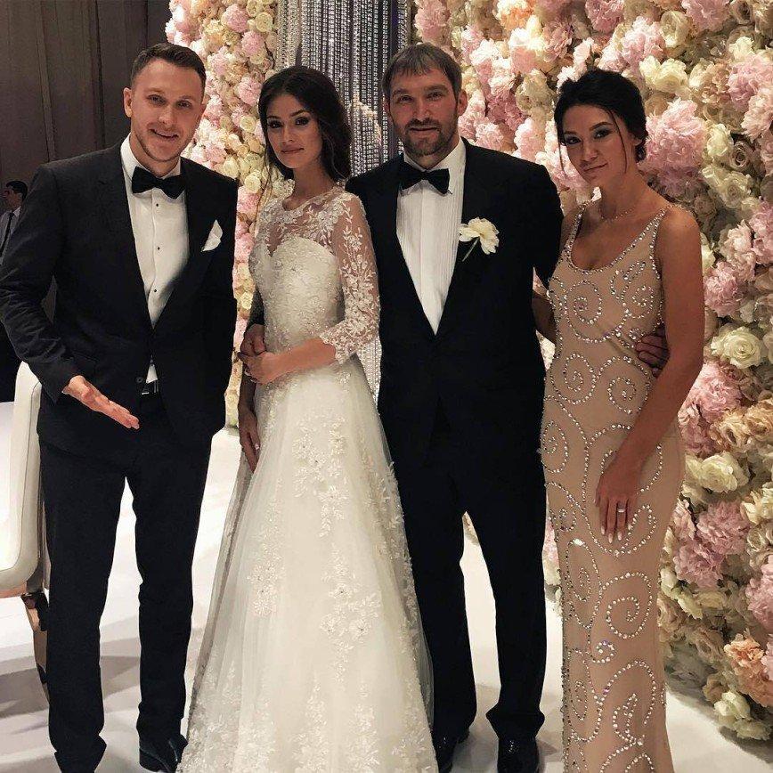 Фото и видео со свадьбы Овечкина и Шубской. Онлайн