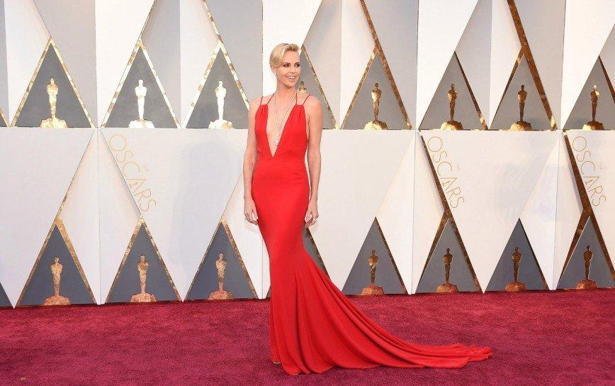 Звезды на красной ковровой дорожке Оскара 2015  StarHitru
