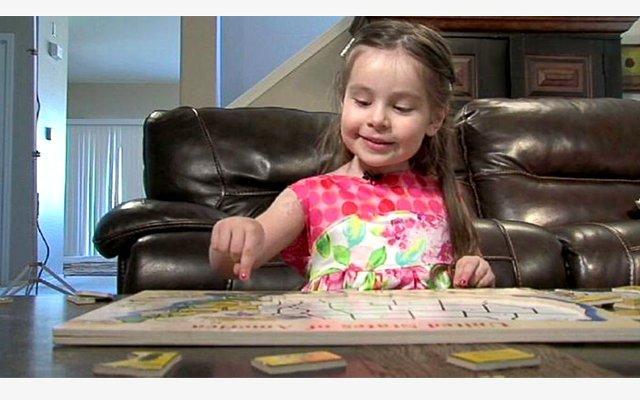 Alexis Martin, 3 tuổi, có thể đọc sách dành cho học sinh lớp 5 và nói tiếng Tây Ban Nha thành thạo. Với chỉ số IQ hơn 160, Martin mới trở thành thành viên của Mensa, tổ chức những người có chỉ số IQ cao nhất thế giới