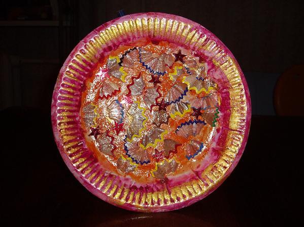 Белых тарелок больше не было - взяли бумажную. (очень трудно фотографировать, т.к. жуть какая блестящая)