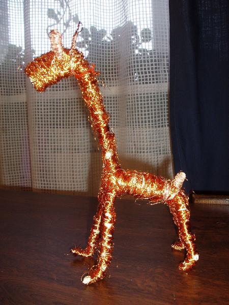 Другой ракурс. А вообще-то мы еще хотели сделать из цв. шерсти жирафу шарфик и гриву, но не успели, т.к. уехали от бабушки домой. Доделаем - покажем!