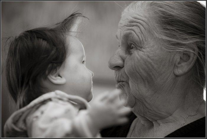 Старушка и ребенок 38