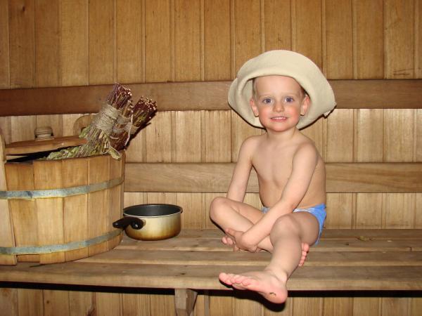 Первый раз можно повести малыша в баню в 7-8 месяцев