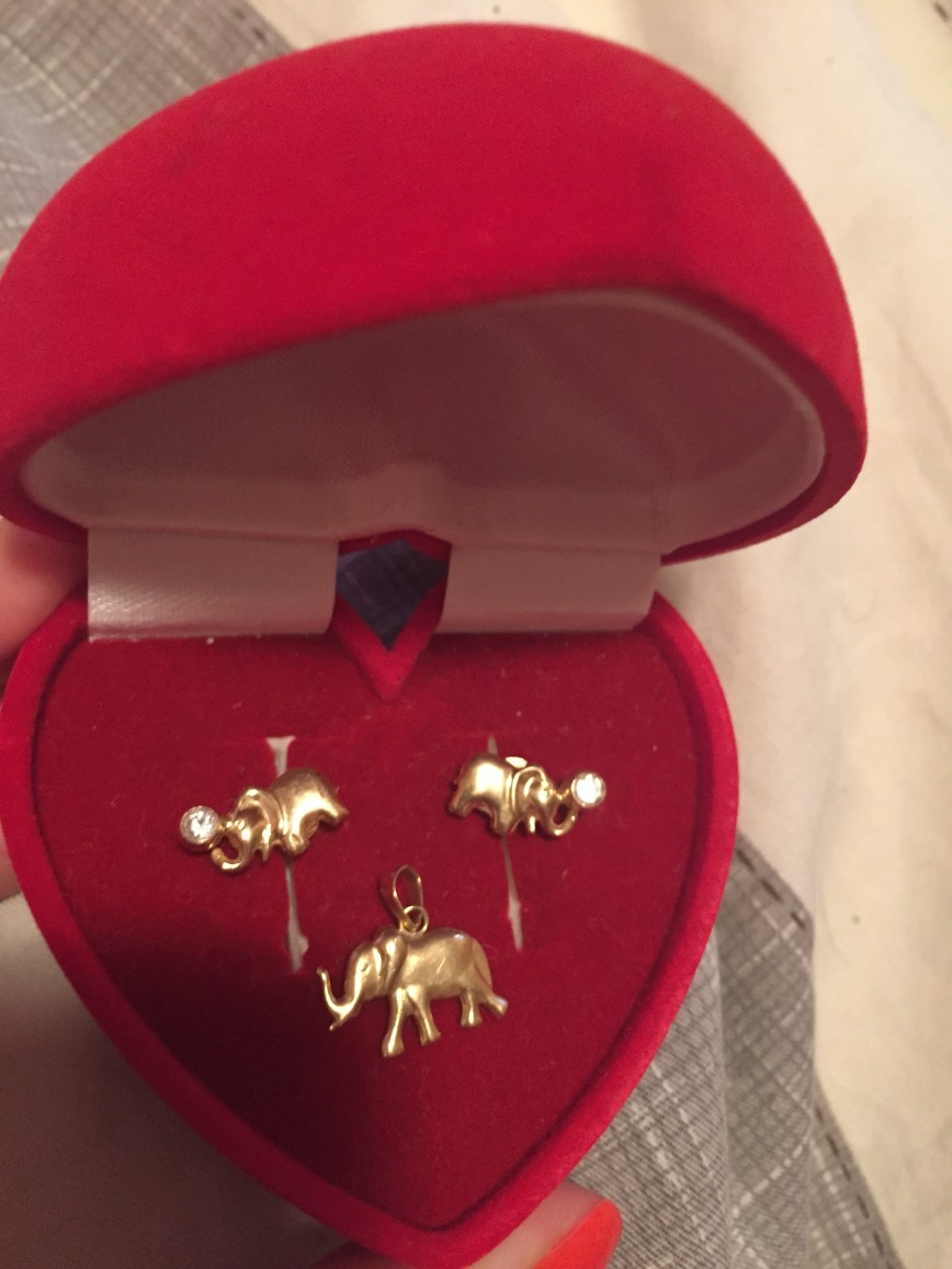Новый золотой набор, покупали на подарок, но девочка не согласилась прополоть ушки:)) Продам в 2 раза дешевле, бирки к сожалению выкинули  6000