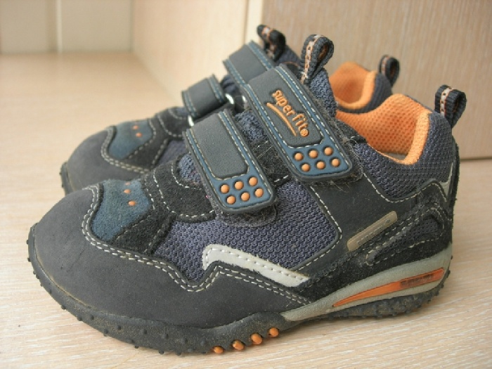 Продаю кроссовки Суперфит с Гортексом р-р 23 ( 15 см по стельке) состояние новых, сын носил не более 5-7 раз. 1200р Встречаюсь на Таганской