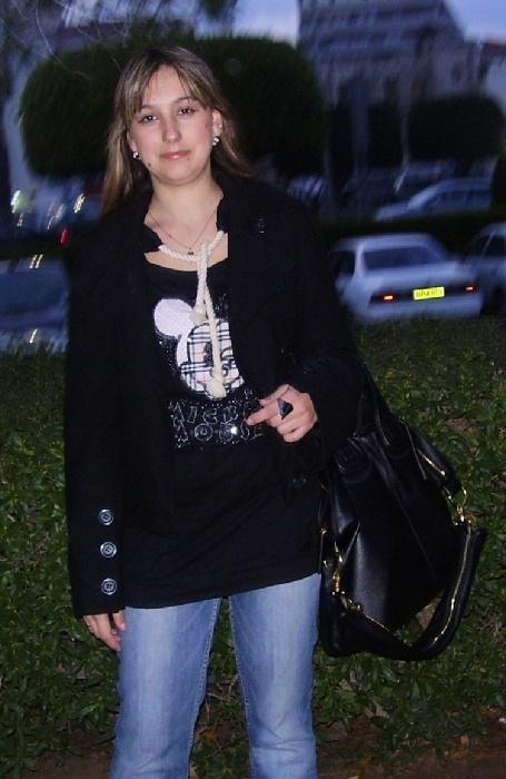 Хлопковая туника-платье очень оригинального фасона. Размер M - на 44-46, 46. На груди аппликация - Микки маус, ниже блестящая надпись. Капюшон внутри отделан пайетками, завязки капюшона - толстая веревка в морском стиле.  Можно носить как топ с джинсами и лосинами или отдельно как короткое платье. Отличнейшая вещь на лето.  Одета пару раз, состояни е новой вещи. Ниже более подробные фото. Очень стильная вещь, привезена из Лондона, стоила неприлично дорого, продаю за 3200 р. без торга.  Пальто на фото - также продается, см. в отдельной папке более четкое фото