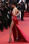 Платье Беллы Хадид в Каннах вызвало споры поклонников