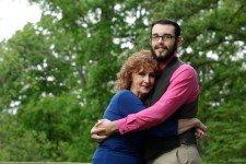 71-летняя женщина вышла замуж за 17-летнего парня
