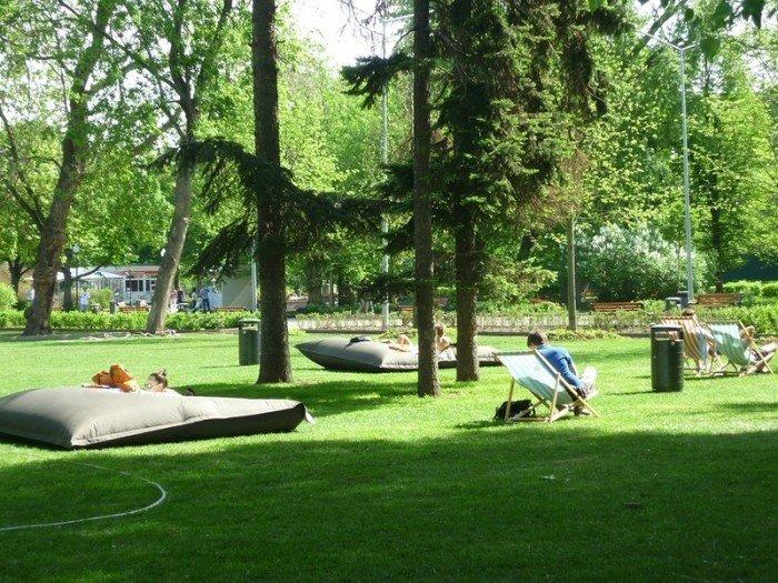 Топ-9 мест для пикника в черте города: Парк Горького    В Парке Горького, как и в Коломенском, большой выбор мест: в зависимости от того, какой