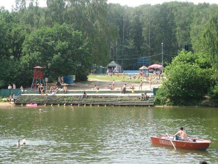 Топ-9 мест для пикника в черте города: Парк «Тропарево»    Это, пожалуй, одно из самых удачных мест для большой компании. Выбрать можно из нескольких десятков