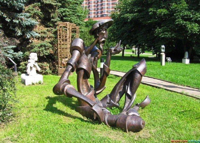 Топ-9 мест для пикника в черте города: Музеон    Гуляя по Крымской набережной, приятно присесть либо на газон напротив прекрасных цветов или прямо около воды,