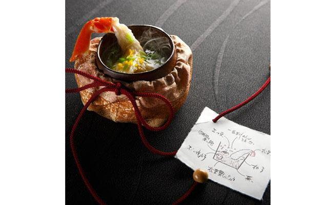 Самые красивые ресторанные блюда мира: [b]«Экстравагантное жаркое из снежного краба»[/b] Ресторан Nihonryori Ryugin (Токио, Япония) Среди изысканных блюд шеф-повара Сейджи Ямамото есть и это жаркое