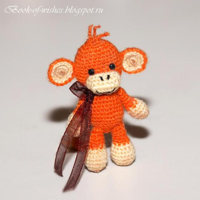 "Мини-обезьянка, 4 см. Крючок 0,75, пряжа ""Лидия"" в 1 нитку. Больше фото в блоге http://book-of-wishes.blogspot.ru/2015/04/tiny-crochet-manky.html"