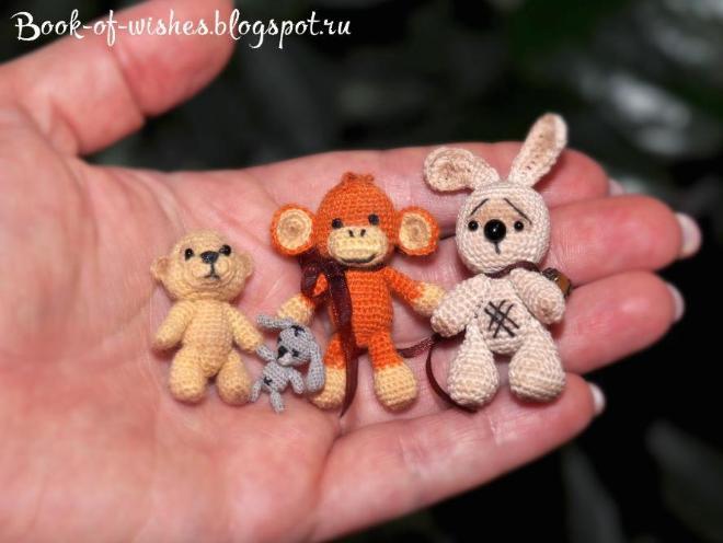Вязаные крючком мини-игрушки. Подробности в блоге http://book-of-wishes.blogspot.ru/2015/04/blog-post.html