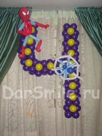 цифра 4 с Человеком-пауком из шариков :)