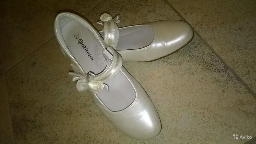 5d54fdd1d Нарядные туфли Антилопа 37 р-р, молочно-перламутровые, на каблучке, на  липучках состояние очень хорошее, надевали на праздники. 500 руб.