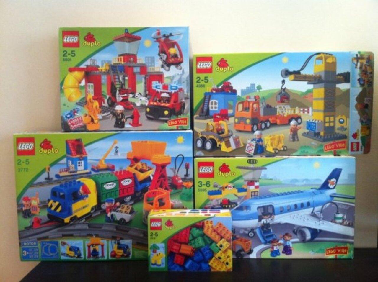 Полные наборы LEGO Duplo в коробках. Все после одного моего ребенка. Все в рабочем, хорошем состоянии, без дефектов.  Аэропорт 5595, цена 2500 р Стройка 4988, цена 2000 р Пожарная станция 5601, цена 1500 р Набор кубиков 42 детали 5514, цена 500 р