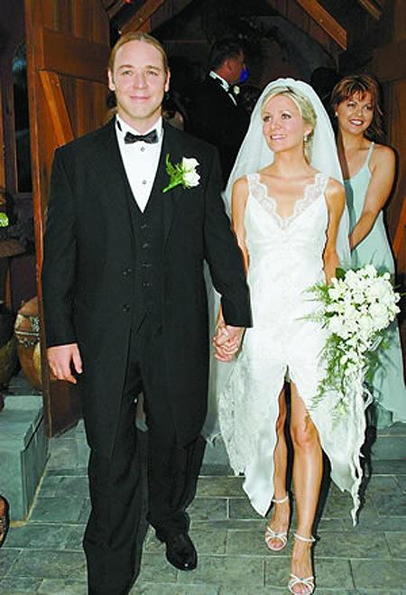 Самые некрасивые невесты из мира звезд: Даниэль Спенсер. Отхватив такого потрясающего мужчину, как Рассел Кроу, актриса поняла, что одним вырезом его не удержать. Поэтому внизу появился