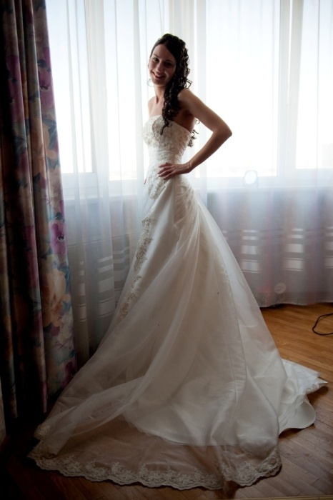 девушек в свадебном платье