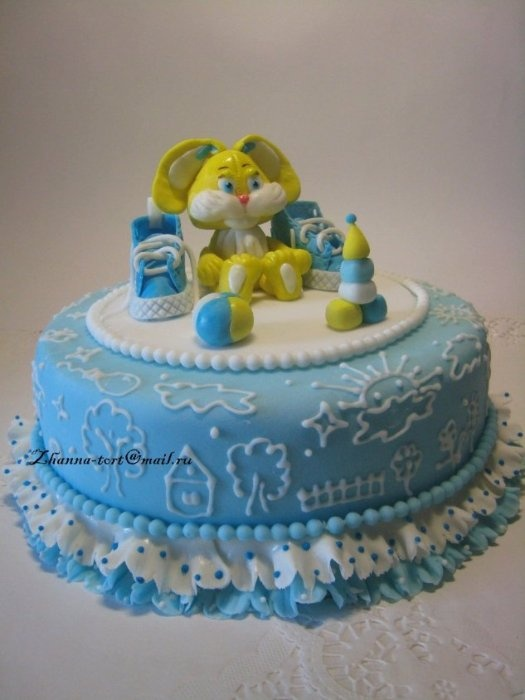 """Торт """"Голубые кеды и желтый зайчик"""""""