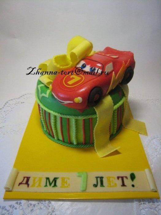"""Торт """"Подарок от Мак Квина"""""""