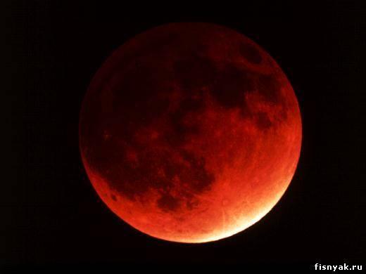 Солнечные и лунные затмения : Диск Луны во время лунного затмения кажется багрово-красным, именно этим обусловлено настороженное отношение наших предков к данному явлению.