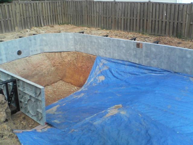 Из чего построить бассейн на даче своими руками видео