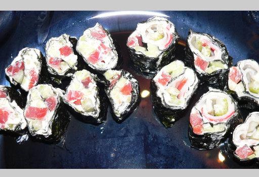 Диета Дюкана: рецепты: <b>Суши</b>  <br><br>  - мягкий творог 150 гр.<br>  - соевый соус 1 ч.л.<br>  - слабосоленая семга 50
