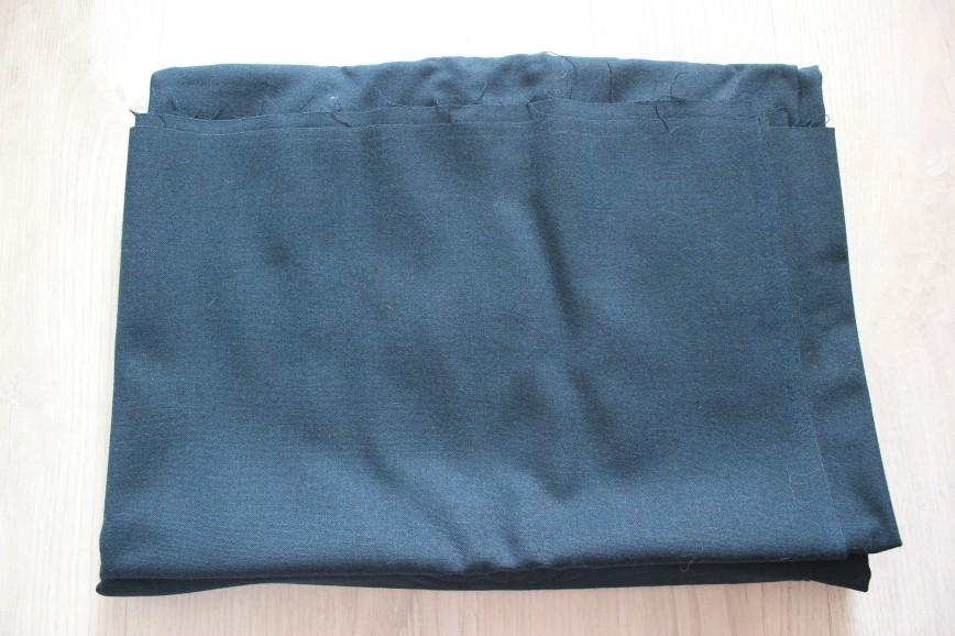 Ткань шерсть, возможно с лавсаном, черная с отливом в морскую волну, довольно тонкая. Винтаж. Размер 150*235см. 1150р