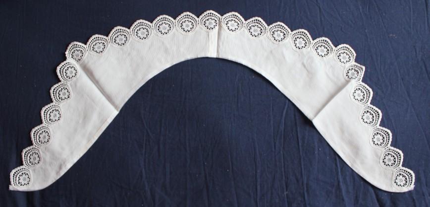 Воротник для блузы с кружевом, винтаж, длина половины прим.45см, диаметр кружевных элементов 4см, абс.новый. 1000р