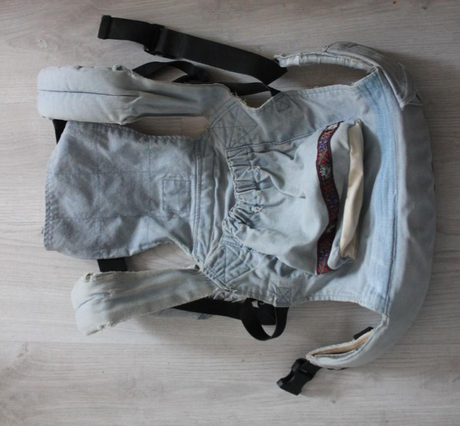 Слинго-рюкзак Ergo Baby Carrier, б/у оч.активно, в некоторых местах подлатан, пришиты новые полосочки ткани, крайне удобный от 4 мес до 1,5 лет, лямки мягкие, ремешки регулируются, кармашек для мелочей, подойдет на пробу. 400р