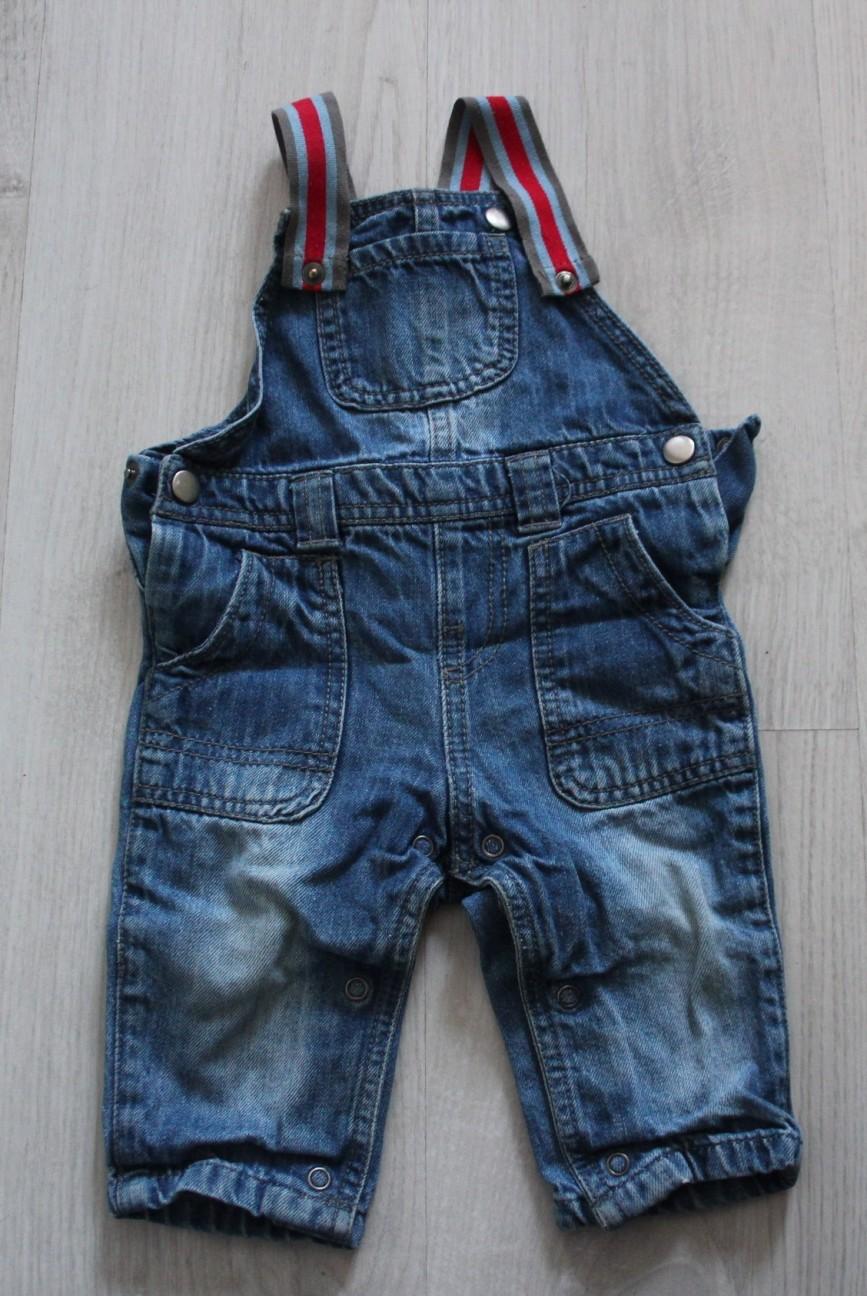 Комбинезон джинсовый F&F, на 6-9мес (74см), можно больше, очень удобный, лямки на кнопках, в отл.состоянии. 200р