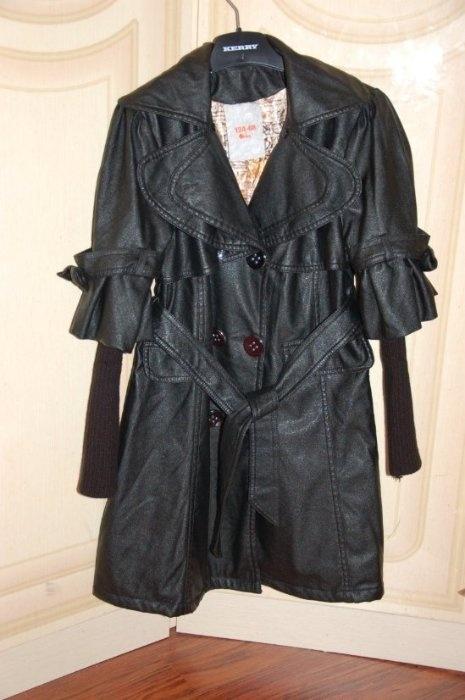 Пальто Орби кожзам на тонком синтепоне, подкладка атлас, есть еще меховой воротник (кролик серый), р 134. 1500р.