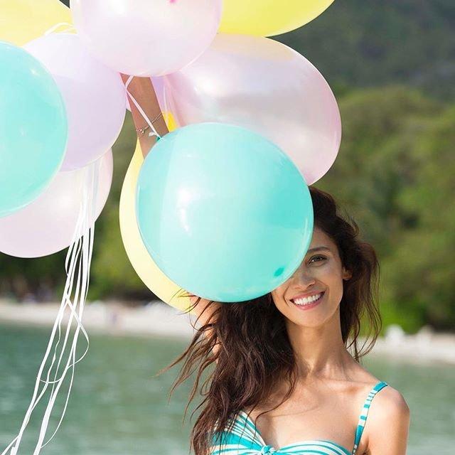 Равшана Куркова в рекламной кампании бренда Calzedonia