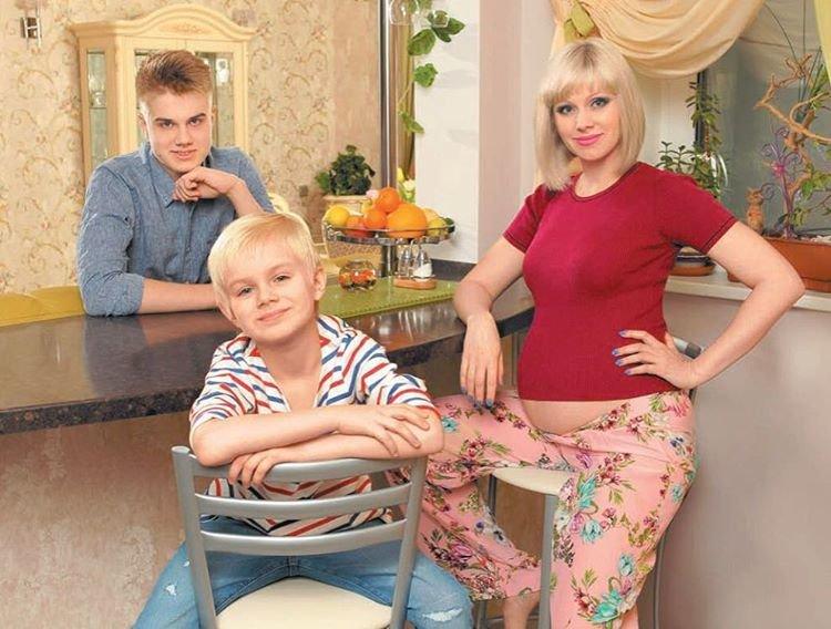 Мама беременна 3 ребенком