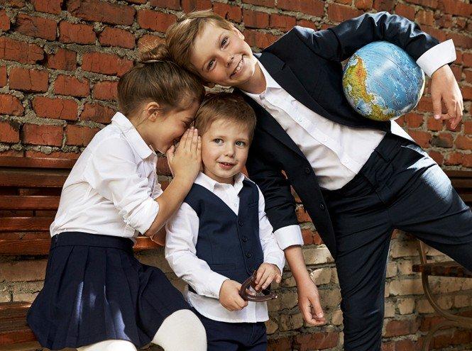 Дети знаменитостей представили школьную форму от H&M
