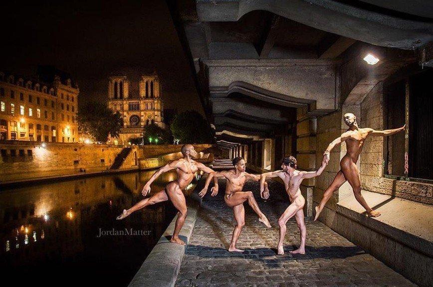 na-stsene-golie-balerini