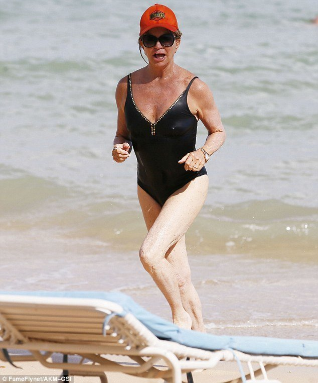 70-летняя Голди Хоун показала стройную фигуру