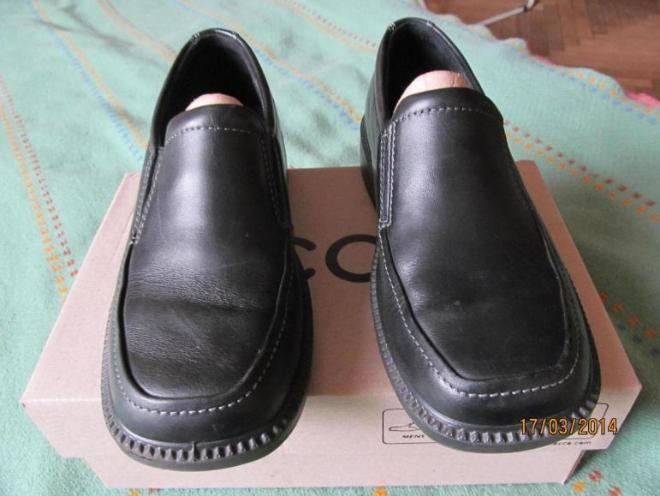Ботинки Экко для школы, можно использовать как парадные, в очень хорошем состоянии, одевали раза 3, размер 34, по стельке 20,5см, 1000р