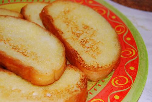 Как сделать гренки из хлеба с сахаром и молоком 980
