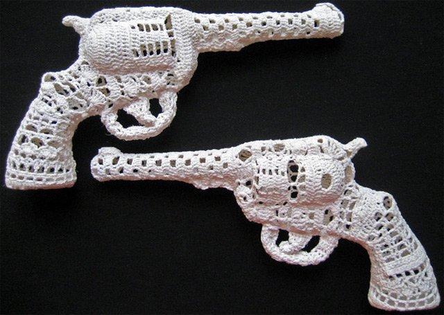 Пистолет на коклюшках
