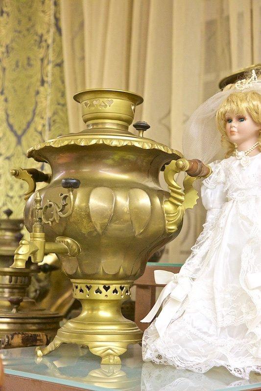 Выпей чайку - позабудешь тоску!: Подарок невесте. На кранике тоже сердечки.