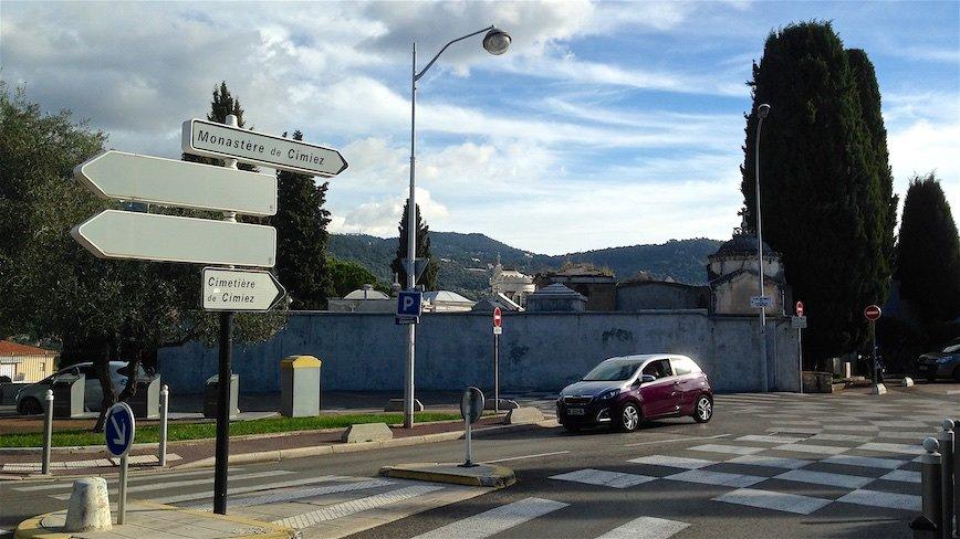 Монастырь и кладбище Симье