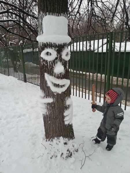 Дневник Адама # 75: Снег как искусство: Вот первая типичная ситуация: снег выпал, но мало. До этого всё растаяло, а тут слегка припорошило снова. Но никаких приличных