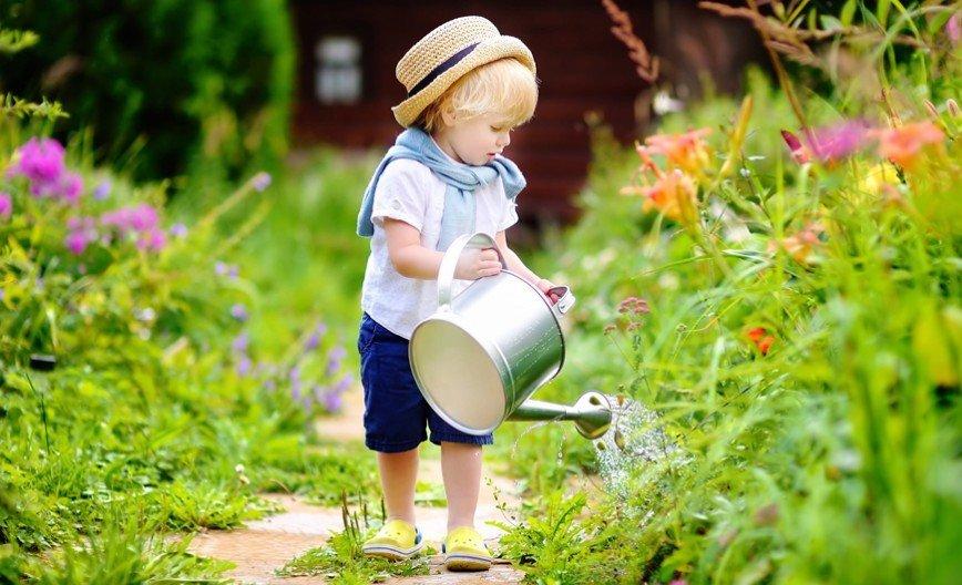 Чем занять ребенка на даче: лайфхаки для родителей
