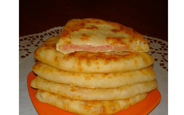 Лепёшки с сыром и ветчиной за пять минут