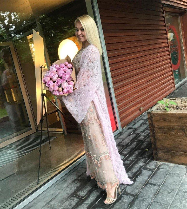 """""""Что у Саши с обувью"""": в сети появилось первое фото с венчания Яны Рудковской"""