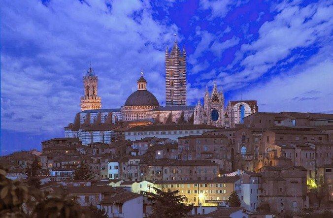 Красивый интерьер собора в Тоскане