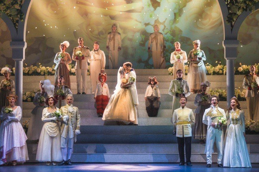 Артисты мюзикла «Золушка» поздравляют с годом Петуха