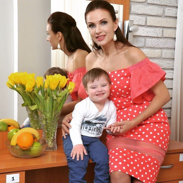 Эвелина Блёданс открыла курсы для родителей детей с синдромом Дауна